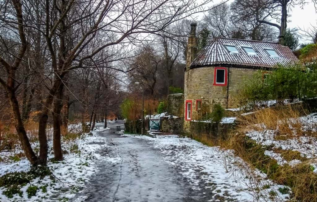 Primrose Cottage on the River Almond Walkway